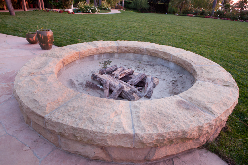 Built In Outdoor Fire Pits And Fireplaces