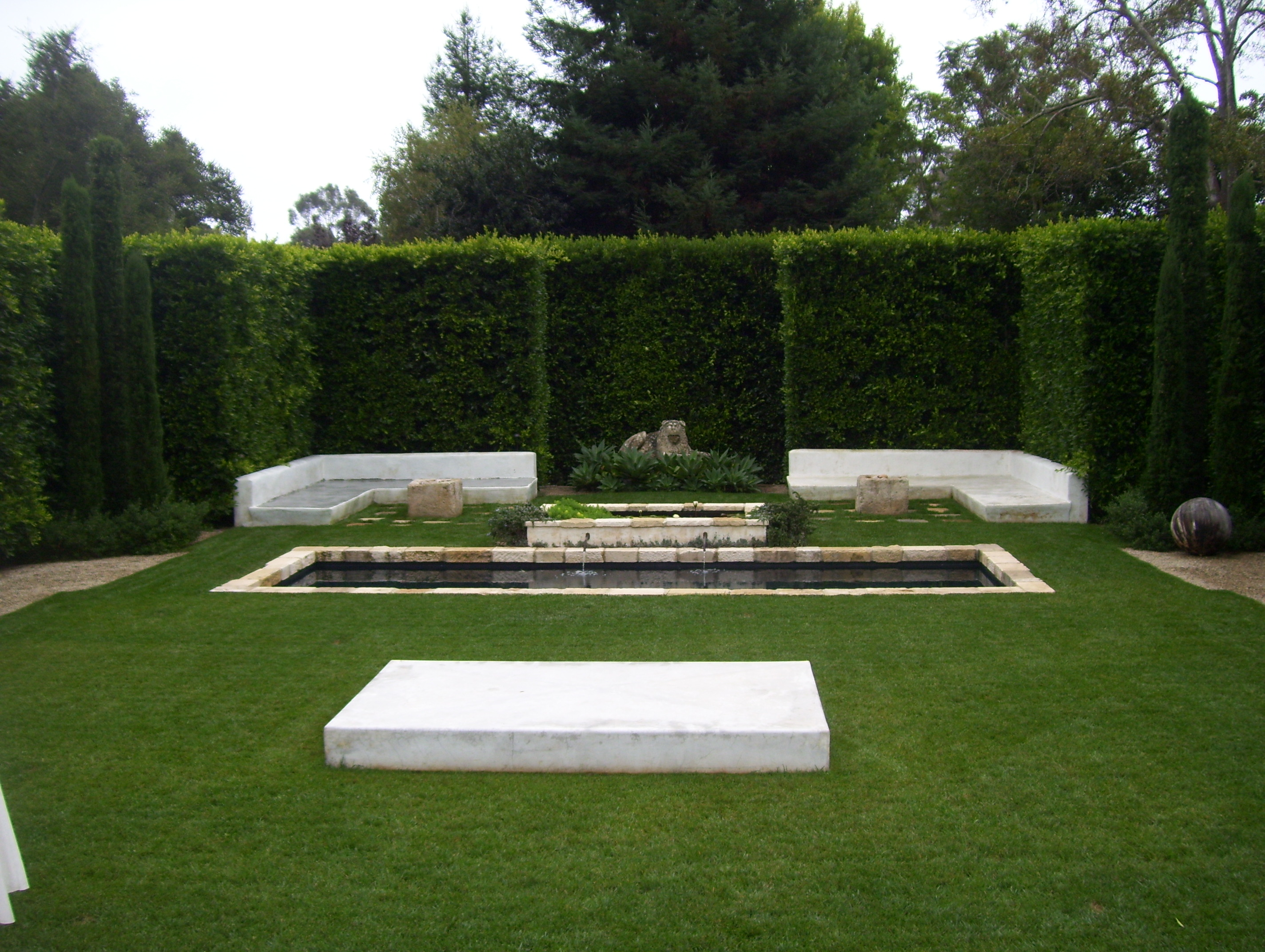 Landscaping for privacy in santa barbara ventura for Garden design ideas with hedges